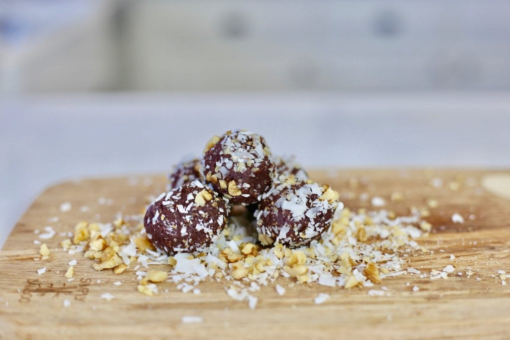 vegan brownie protein balls, Orchard Valley, best snacks to travel with, top healthy snacks, best healthy snacks to travel, how to pack snacks to travel, meal plan, healthy snacks,